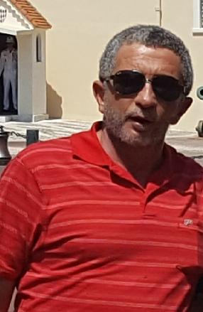 ניסים ביליה - תמונת פרופיל חולצה אדומה